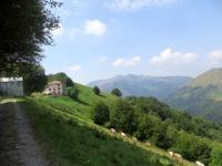 Rifugio Prabello, sullo sfondo il Monte Generoso