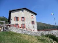 Rifugio Murelli lungo l'Alta Via dei Monti Lariani