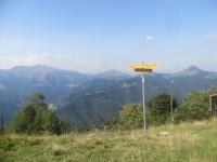 Panorama sulla dorsale Generoso-Sasso Gordona dalla sella Cavazza