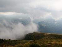 Minacciose nubi percorrono la Val Colla (a breve la pioggia)