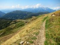 Il sentiero che scende all'Alpe Davrosio da Motto della Croce
