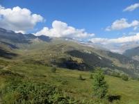 Panoramica sul vasto alpeggio di Belalp dal sentiero per Nessel, sullo sfondo l'Aletsch