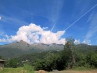 La Bella Dormiente nascosta dalle nuvole da Villa Castelnuovo