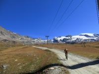 Plan Maison - l'inizio del lungo traverso che sale in direzione del  Colle del Teodulo verso i Laghi Cime Bianche