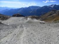 Discesa lungo le piste verso il Colle Inferiore delle Cime Bianche