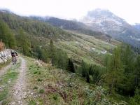 Discesa verso l'Alpe Sorbella proveniendo dall'Alpe Pizzo