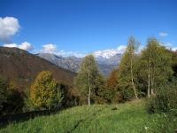 Salita all'Alpe di Mera - Colori autunnali, sullo sfondo il Monte Rosa