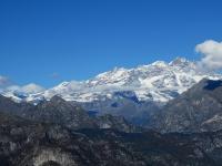 Monte Rosa, al centro la Punta Parrot (m.4436) a sinistra e la Punta Gnifetti (m.4559) a destra - Ai margini esterni la Ludvigshohe (4.341) e la Nordend (4.609)