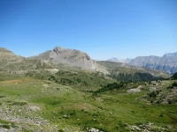 In direzione del Col de Granon - Panorama sui pascoli del vallone che lo precede