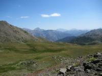 L'area dei Cibiéres sottostante Col des Cibiéres e Col de L'Oule - Sullo sfondo il Monte Chaberton ed i rilievi di confine della Val Susa