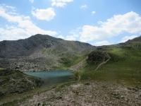 Grand Lac de l'Oule - Sullo sfondo a destra il Col de l'Oule e sulla sinistra la Rocher du Loup