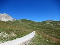 In direzione del Col de Granon lunga la militare proveniente dai Forti de Lenlon e Olive