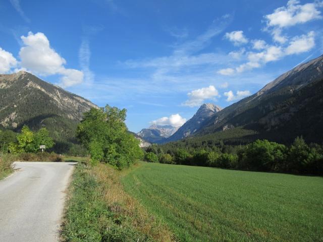Valle della Clarée, nei dintorni di Val-de-Pres - Sullo sfondo l'imbocco del Colle della Scala