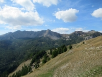 La catena montuosa che separa la Valle della Clarée dalla Valle della Guisane - (da dx a sx) Crête de Peyrolle (2.562) Grand (2516m) et Petit (2473m) Meyret, Croix de la Cime (2606m), Grande (2645m) et Petite (2618m) Peyrolle, Serre des Aigles (2567m)