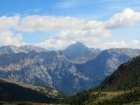 Panorama salendo al Col de Granon - Al centro il Monte Chaberton (3.131)