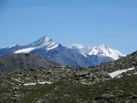 Panorama scendendo dal Col Fetita - A sx La Grivola (3.969), a dx il Gran Paradiso (4.061)