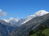 Massiccio del Monte Bianco - Sulla sinistra Aiguille de Tré la Tête (3.930), Dômes de Miage (3.673),  sulla  destra la vetta principale (4.748)