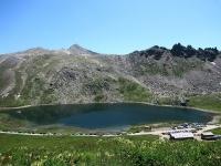 Lago del Nivolet con l'attiguo Rifugio Savoia
