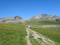 Nel Plan de Rosset -  Sullo sfondo al centro il Col Leynir, sulla sinistra la Punta Leynir, sulla destra il Taou Blanc