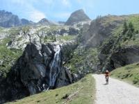 Bella cascata in prossimità del Rifugio Scarfiotti