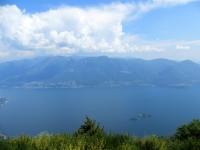 Lago Maggiore - in primo piano i rilievi del Gambarogno e del Monte Paglione - sullo sfondo la catena prealpina Tamaro-Gradiccioli-Lema
