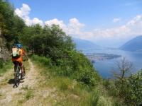 La bella sterrata che si sviluppa sopra Brissago per i Monti di Ronco - panorama su Ascona ed il Piano di Magadino