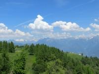 Le baite dell'Alpe Casalavera viste dal traverso per Corte dei Raffi