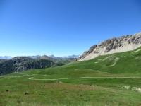 Salita al Fort de Lenlon, panoramica sul sottostante alpeggio e sul Crête de Roche de Gauthier