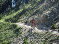 Discesa in single track per Serre Lan - tratto esposto