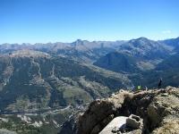 Panorama dalla cima dello Chaberton - L'area di Sestriere ed i rilievi della Val Chisone