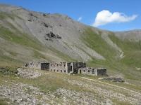 Resti della casermetta militare nei pressi del Colle Jafferau