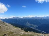 Panoramica dalla sommità del Monte Jafferau, in primo piano i rilievi che delimitano la Val Chisone dalle Valle di Susa.