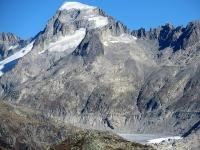 Ingrandimento sulla parte terminale del ghiacciaio del Rodano sovrastato dal Galenstock (3.586),