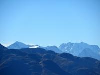 """Sullo sfondo il """"Trittico del Sempione, Weissmies (4.017), Lagginhorn (4.010), Fletschhorn (3.985) - Nel piano centrale il Monte Leone (3.553)"""