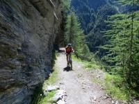 Discesa su sentiero nella Nanztal