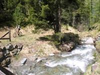 Attraversamento di torrente in località Crest