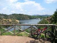 Punto panoramico sul Lago di Ravasanella - sullo sfondo la diga di Asei