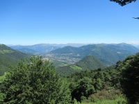 Panorama su Val d'Intelvi - in primo piano la catena montuosa Galbiga Tremezzo Crocione, sullo sfondo le prealpi lecchesi