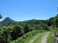 Tra Pian d'Alpe e Casasco d'Intelvi - Panorama sul Sasso Gordona (sx) e sul Poncione di Cabbio (dx) con al centro il rifugio Prabello