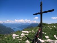 Grande Panorama sul lago di Como ed attigui rilievi da Mater (vista a est)