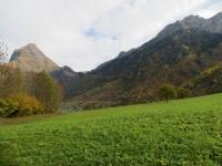 Val di Blenio, nelle vicinanze di Olivone. Sullo sfondo il Sosto (sx) ed Passo Muazz (centro)