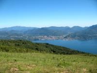 Discesa da Pian Bello - panorama sul Lago Maggiore e Luinese