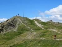 Tratto di sentiero che conduce alla sommità del Monte Genevris