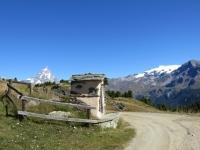 Nei pressi dell'Alpe Gilliarey, compaiono il Cervino, il Piccolo Cervino, la Gobba di Rollin ed il Monte Breithorn