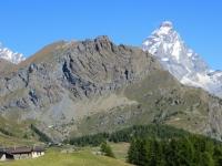 In direzione dell'Alpe Cortina, il Cervino ed il Monte Pancherot in primo piano