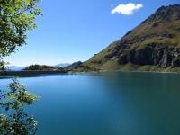 Lago di Cignana, sullo sfondo il rifugio Barmasse