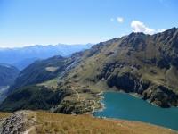 Panoramica sul tragitto percorso, si intravede l'Alpe di Gilliarey, l'Alpe Cortina con il relativo Lago ed il pianoro del bacino di Cignana con il rifugio Barmasse