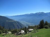 Alpe Forcola - Panorama sul fondovalle circostante la città di Sondrio, sullo sfondo l'Aprica