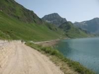 Percorso sterrato lungo l'Alpe Ritom