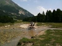 Attraversamento del torrente Brenno all'Alpe di Gana
